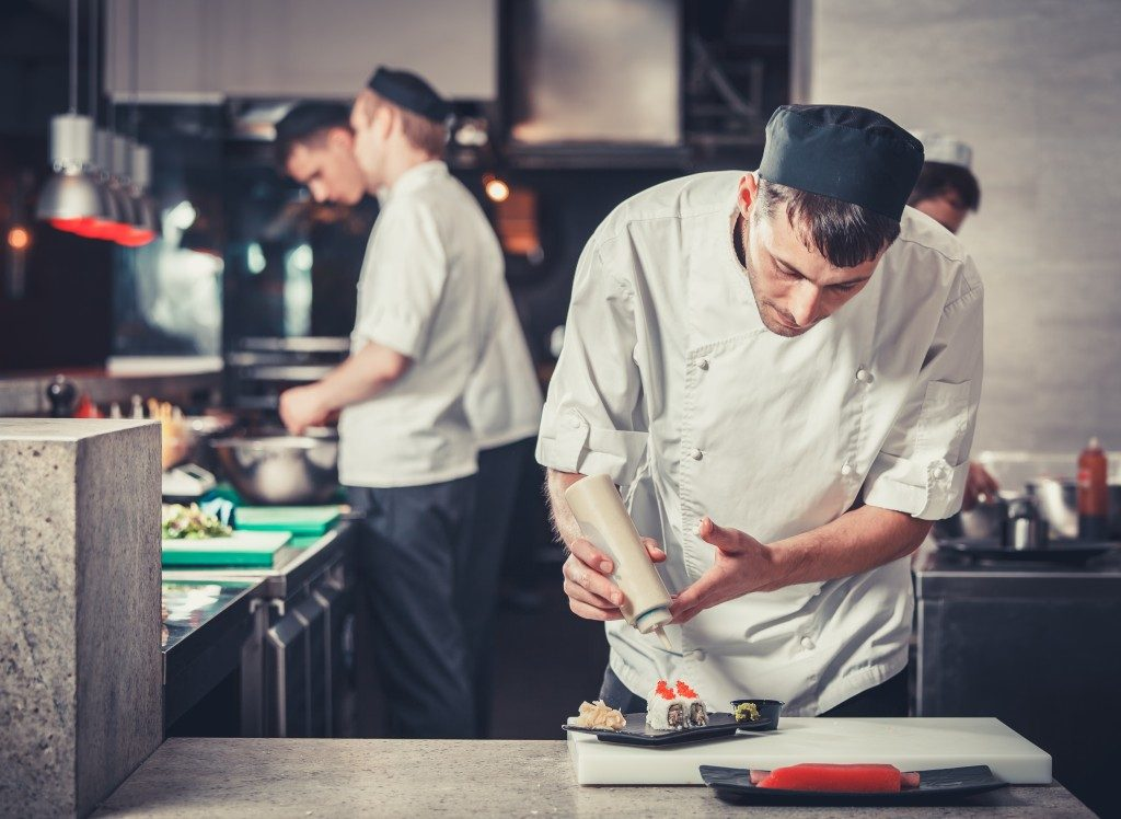Man preparing meal at a culinary class