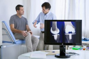 Man with knee problem consulting a doctor