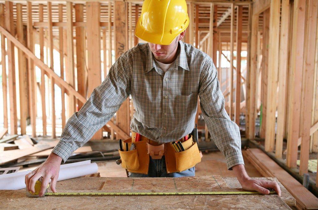 Builder measuring