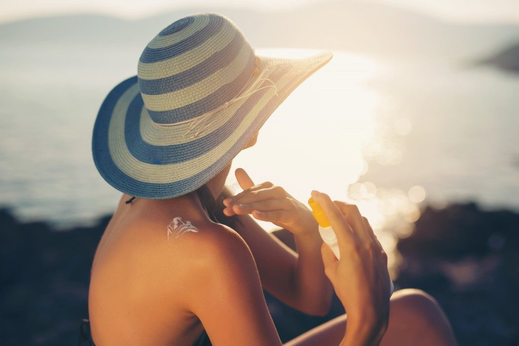 Woman putting sunscreen