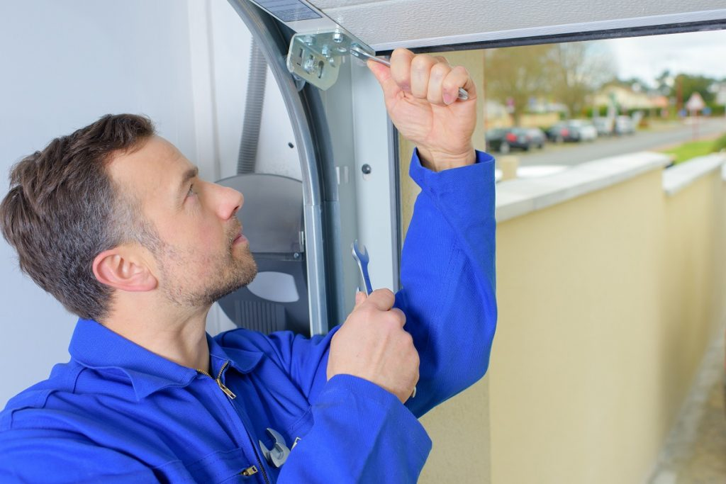 handyman installing hinge